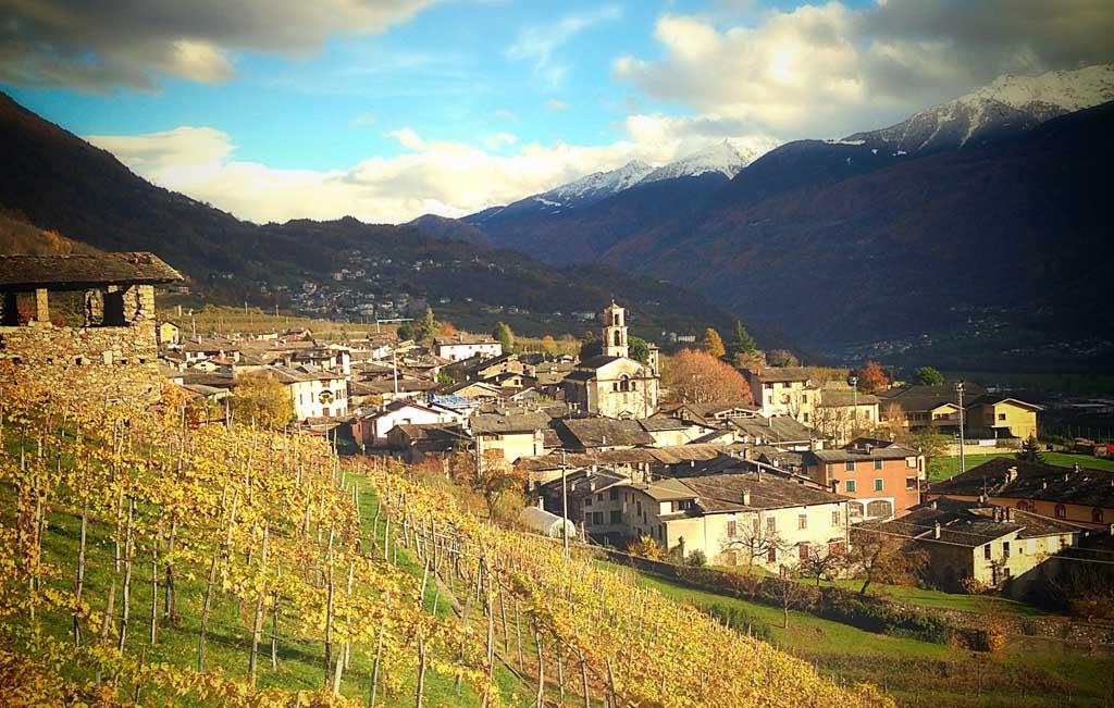 Ponte in Valtellina, sul versante retico della Valtellina