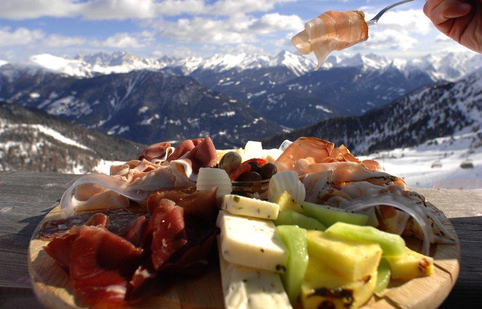Cena in rifugio in Val di Fiemme