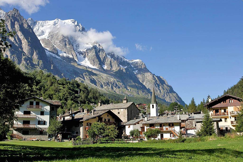 Vacanza a Courmayeur, tra sci, terme e grande alpinismo