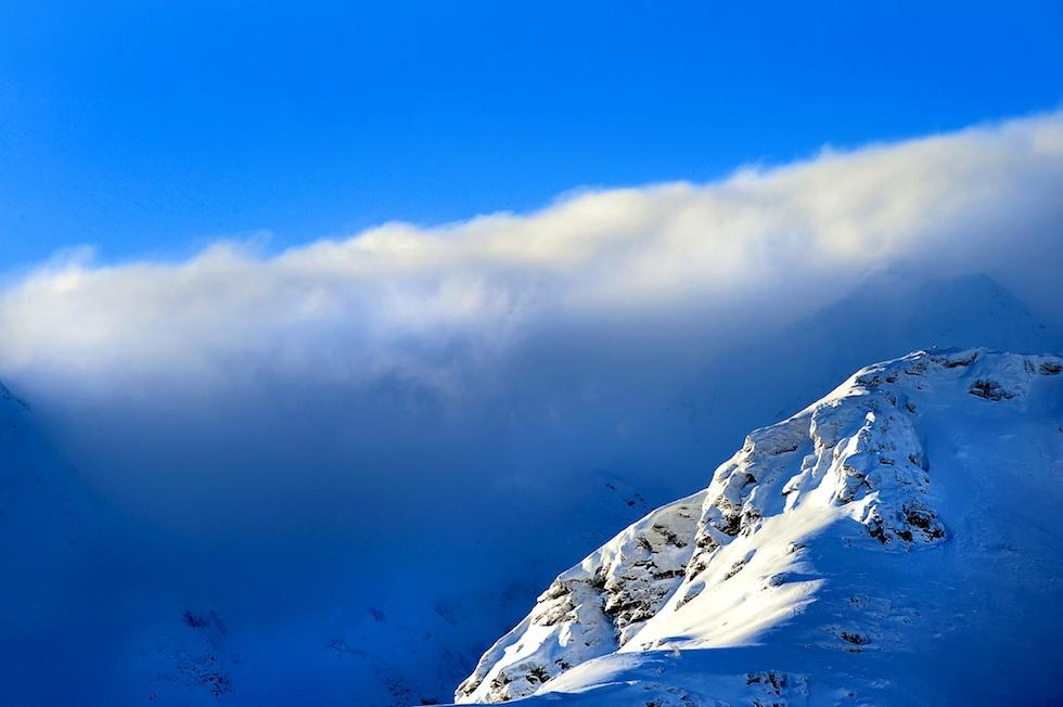 Valle d'Aosta, scontro tra aereo ed elicottero: 5 morti e 2 feriti recuperati