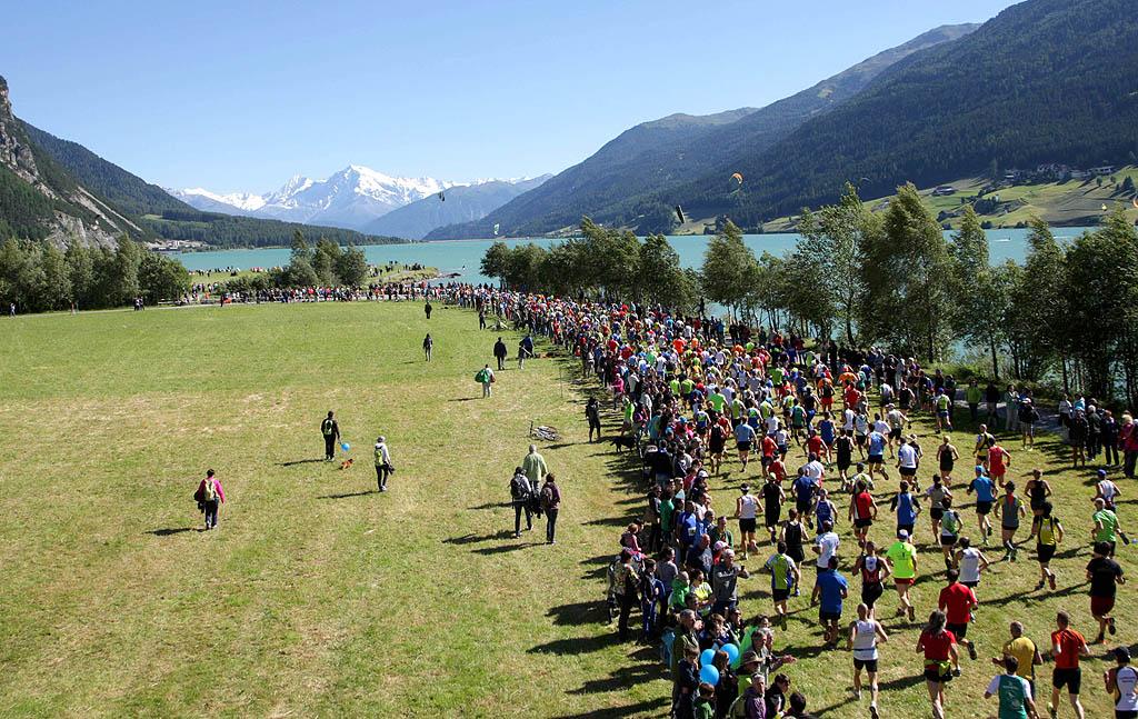 La partenza del Giro del Lago di Resia edizione 2016