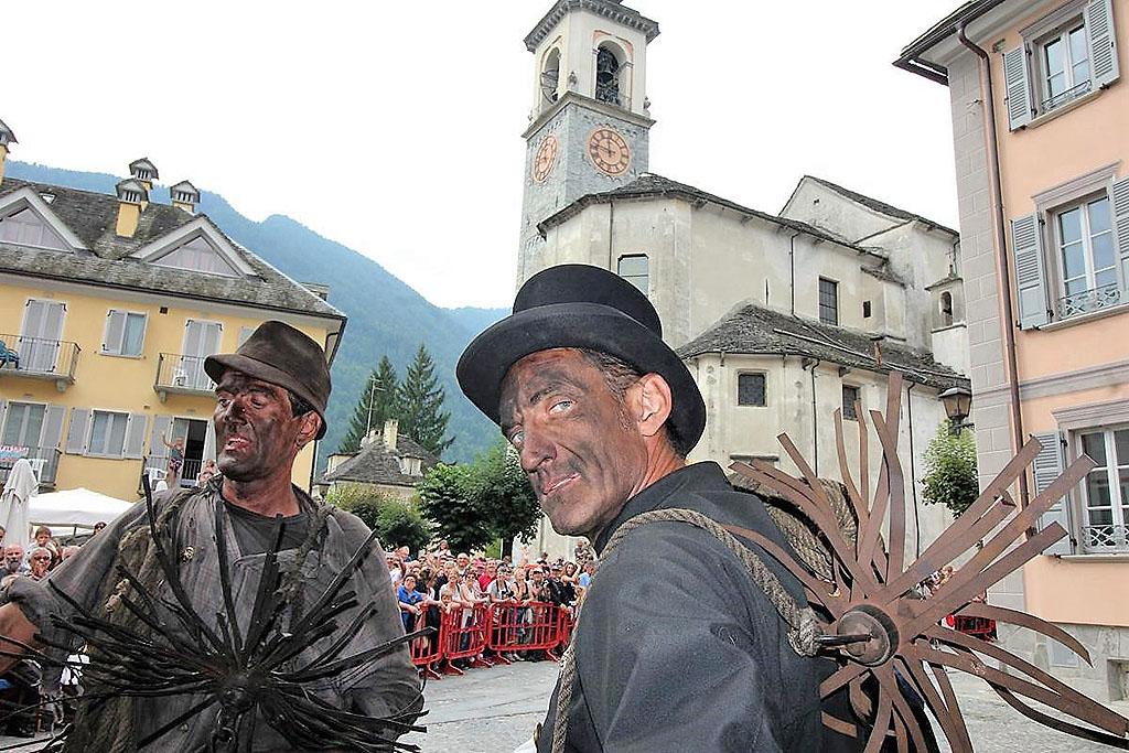 Spazzacamini in Val Vigezzo: fotografie del raduno