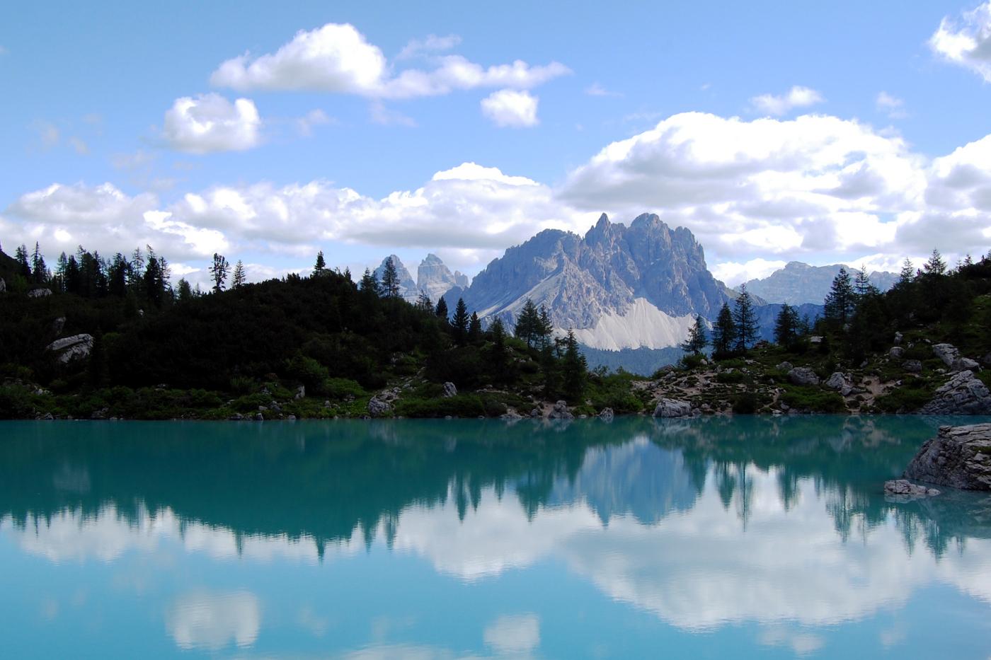 Camminare tra le Dolomiti in autunno