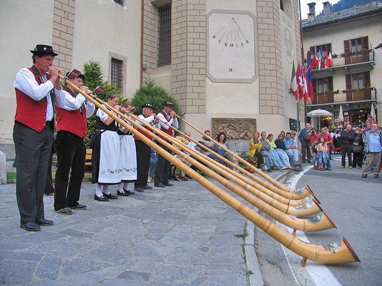 La comunità walser di Alagna Valsesia in festa
