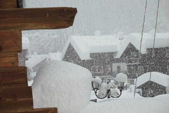 Neve in montagna - Grande nevicata a Macugnaga Monte Rosa dicembre 2010