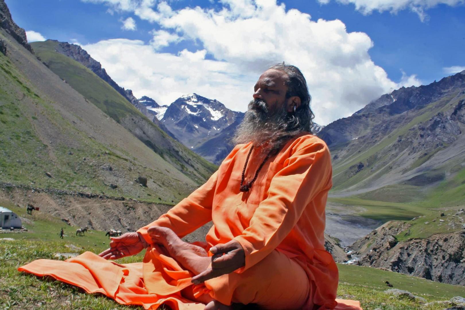 Yoga e ciaspole al Gran Paradiso