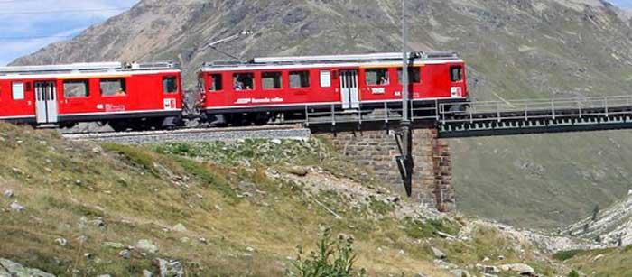 treno-rosso-passo-bernina
