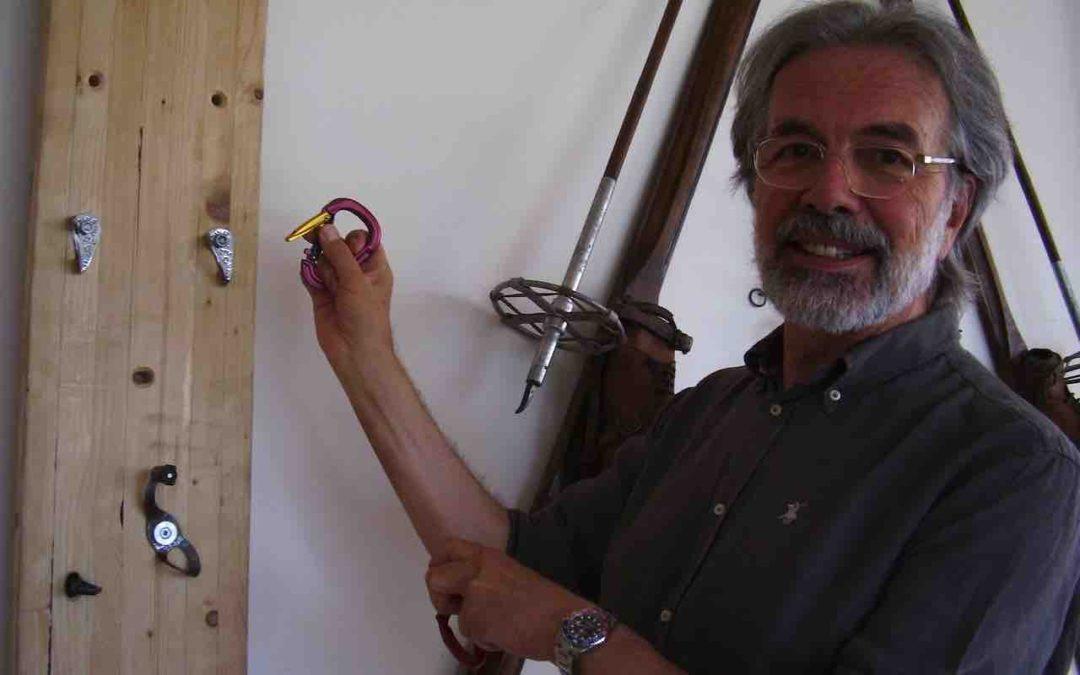 La storia dei moschettoni da alpinismo: partiamo dalla fucina Grivel, dal 1818 a Courmayeur
