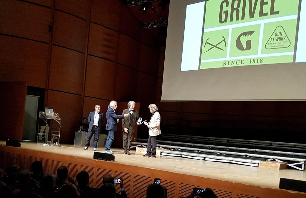 Grivel: Reinhold Messner riceve la piccozza celebrativa dei 200 anni