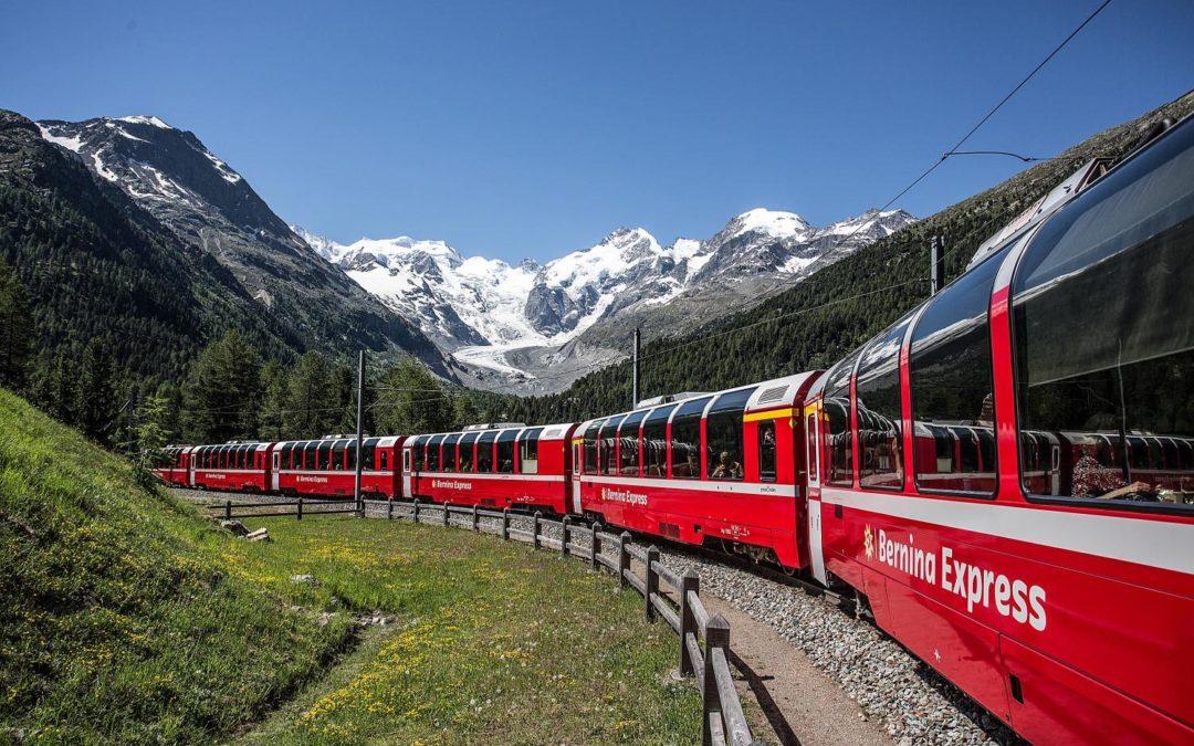 Riparte il Treno Rosso del Bernina: si torna a viaggiare sulle Alpi tra Italia e Svizzera