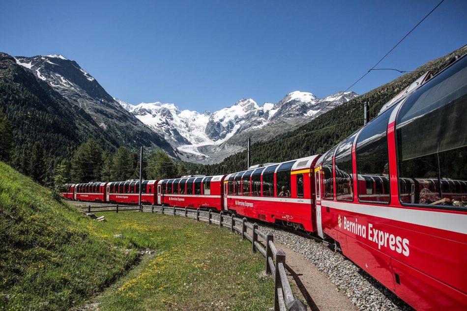 Carrozze panoramiche treno Bernina Express estate 2019