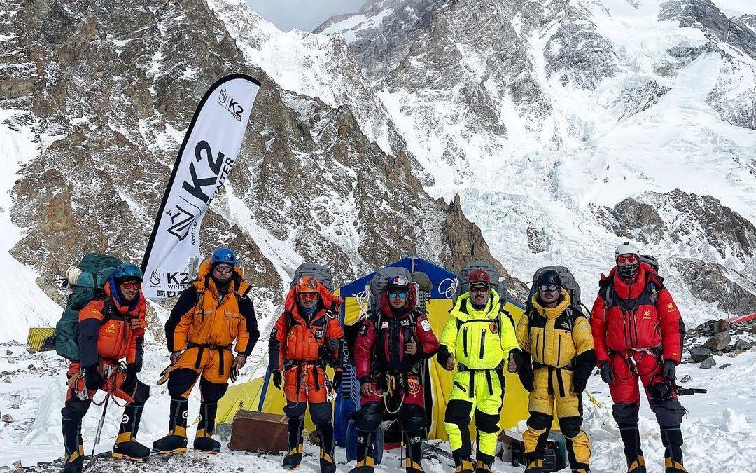 Save The Duck sulla vetta del K2 con un piumino sostenibile