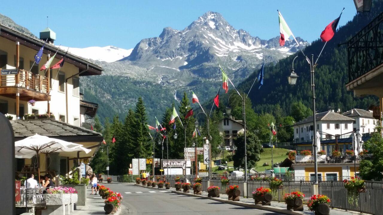 La Thuile il paese_La Thuile valle d'aosta