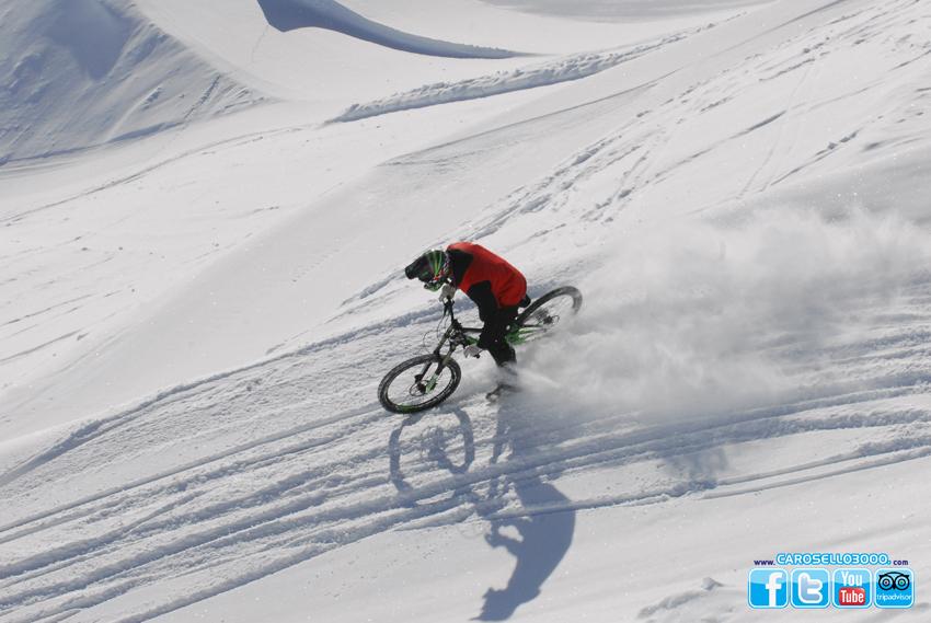 Carosello 3000: si scia fino a metà maggio. In pista anche l'elvetica Lara Gut