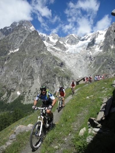 Tour dei Rifugi, in mountain bike sul Monte Bianco