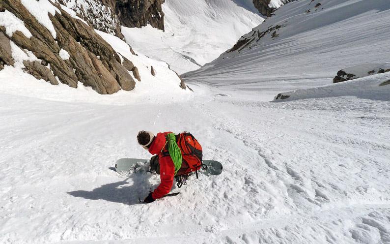 Snowboard estremo: discesa del Pain de Sucre sul Monte Bianco