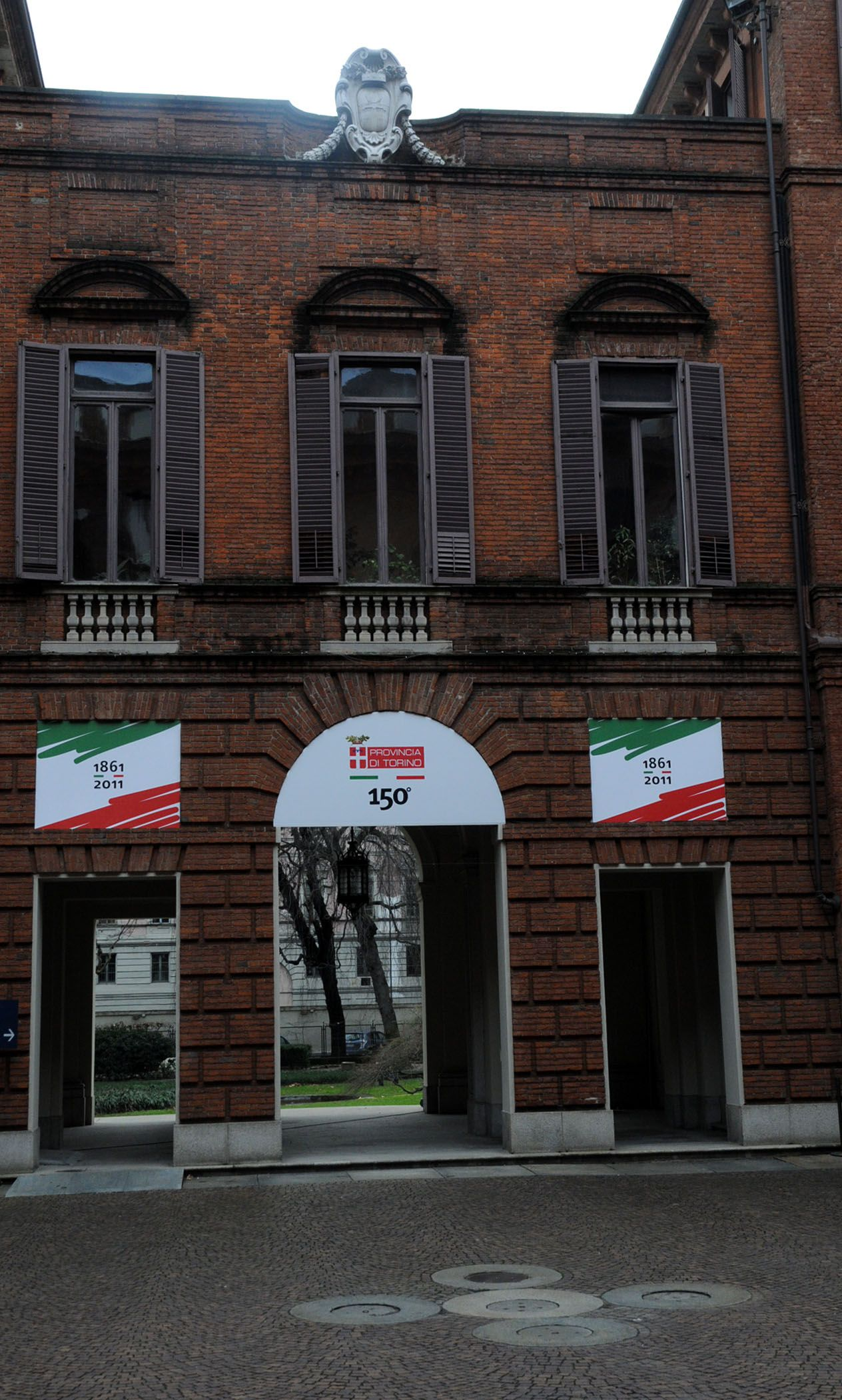 Palazzo Dal Pozzo della Cisterna a Torino si veste con il tricolore