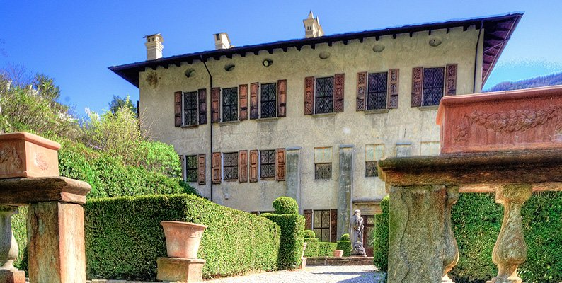 Frazione Cortinaccio a Prosto di Piuro: il palazzo Vertemate-Franchi
