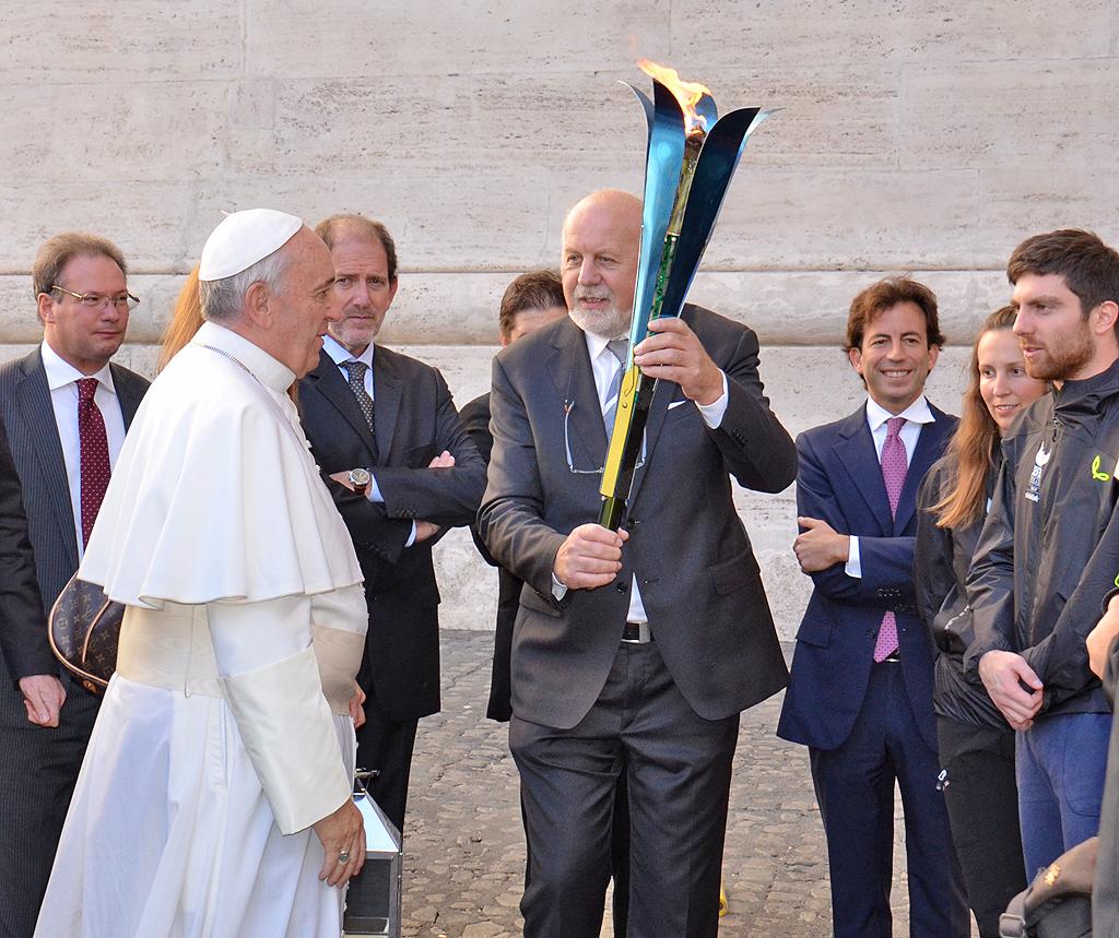 Papa Francesco accende la fiaccola della Universiade Trentino 2013