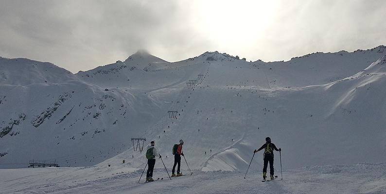 Ghiacciaio Presena: fotografie della prima sciata di stagione
