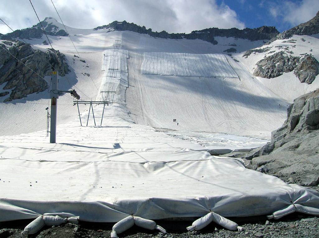 Adamello Ski Pontedilegno Tonale: in vista dell'inverno inizia la svestizione del ghiacciaio