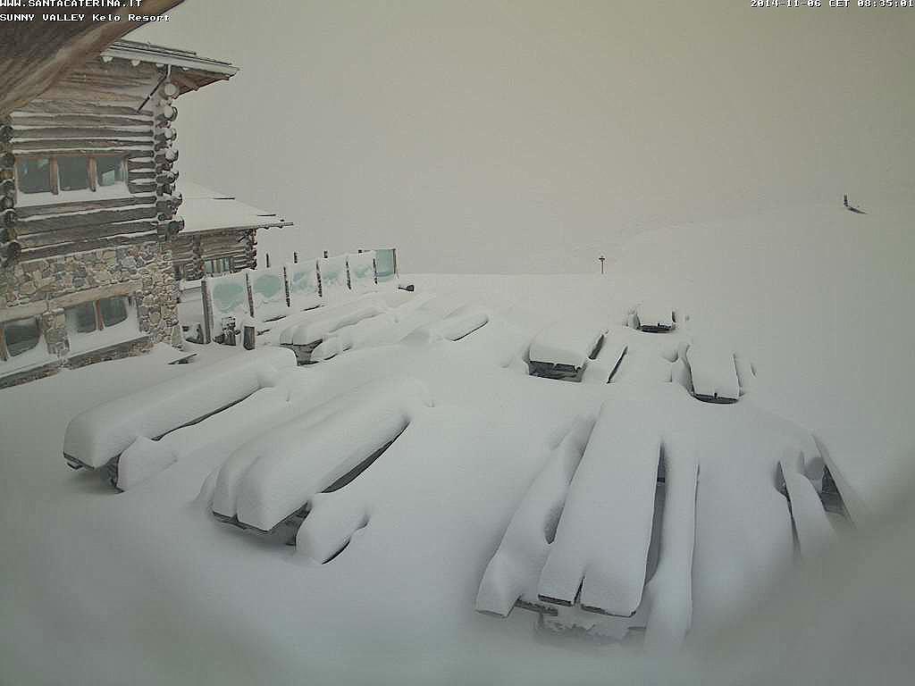 Tanta neve nella notte sulle Alpi