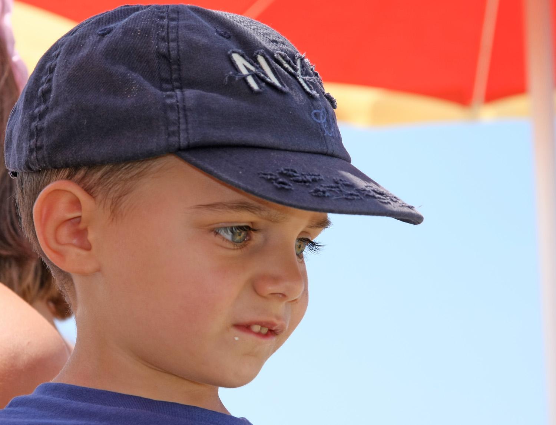 Protezione degli occhi dei bambini dalla luce del sole