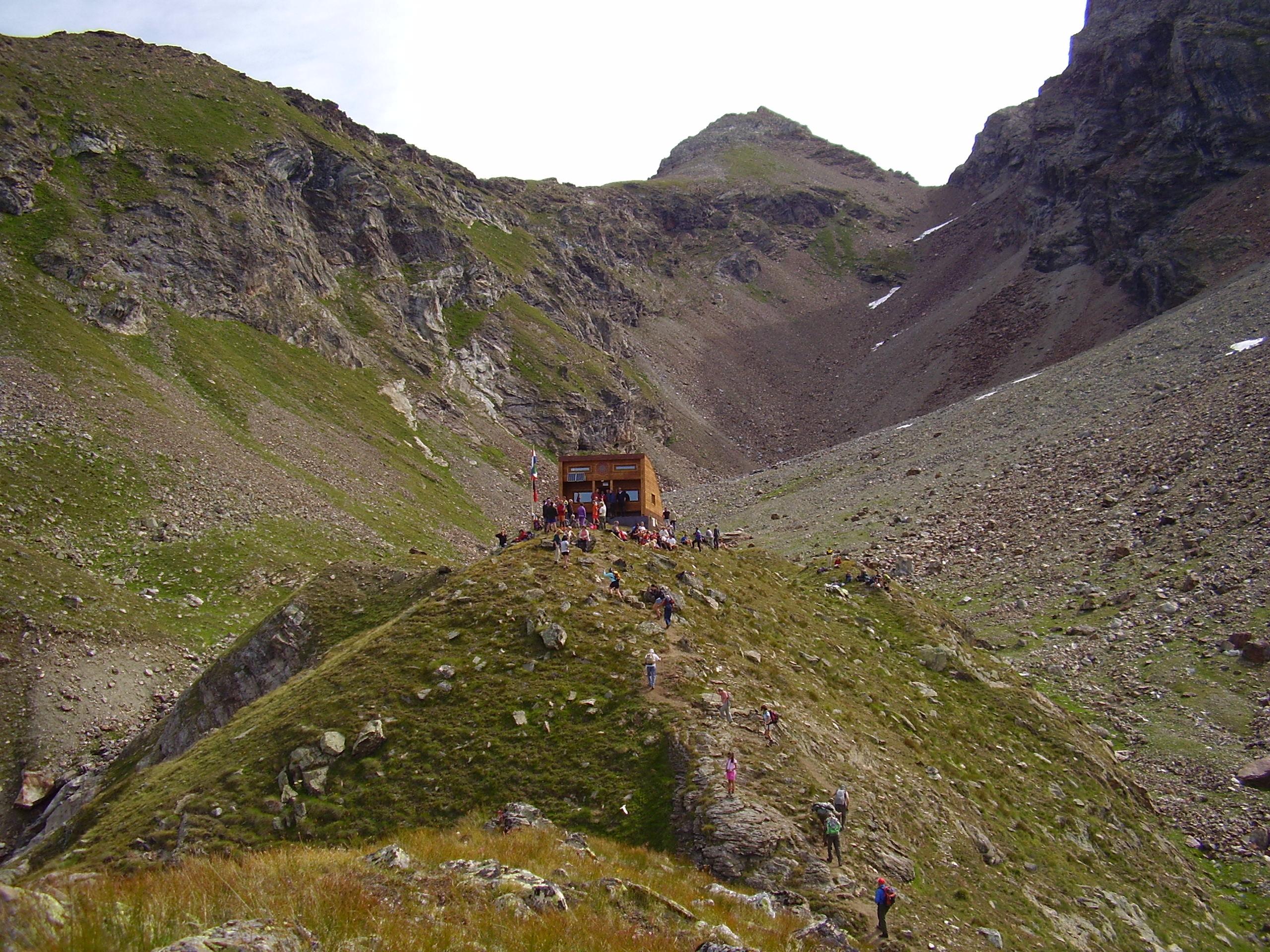 Un nuovo bivacco ai piedi della Becca di Luseney in Alta Valpelline