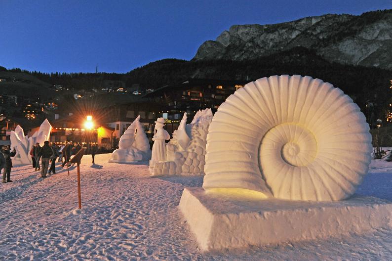 Concorso di sculture di neve a Selva di Val Gardena
