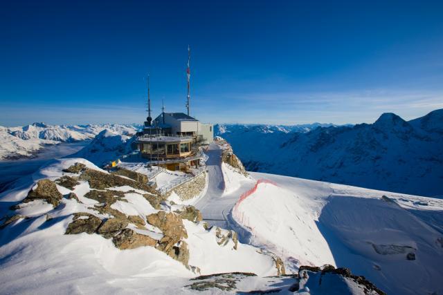 Al Corvatsch, sulle Alpi di Sankt Moritz, si scia da metà novembre