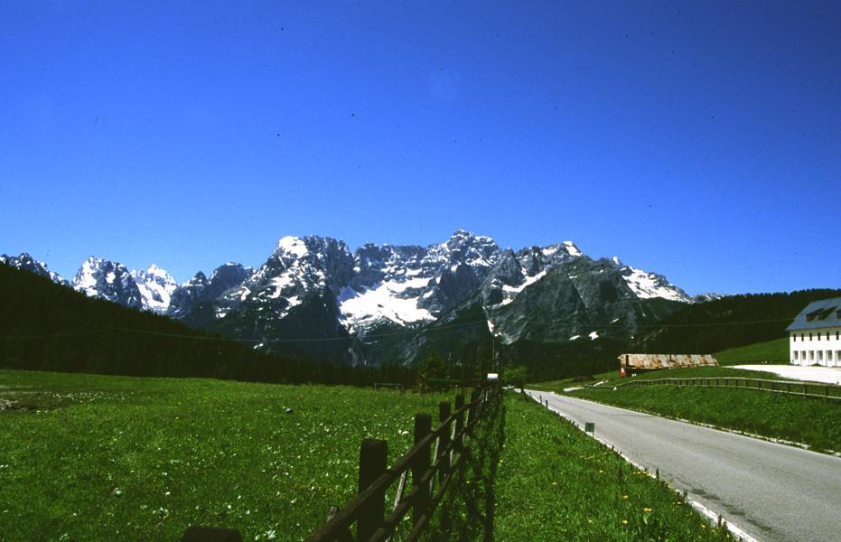 Enorme frana sopra Cortina