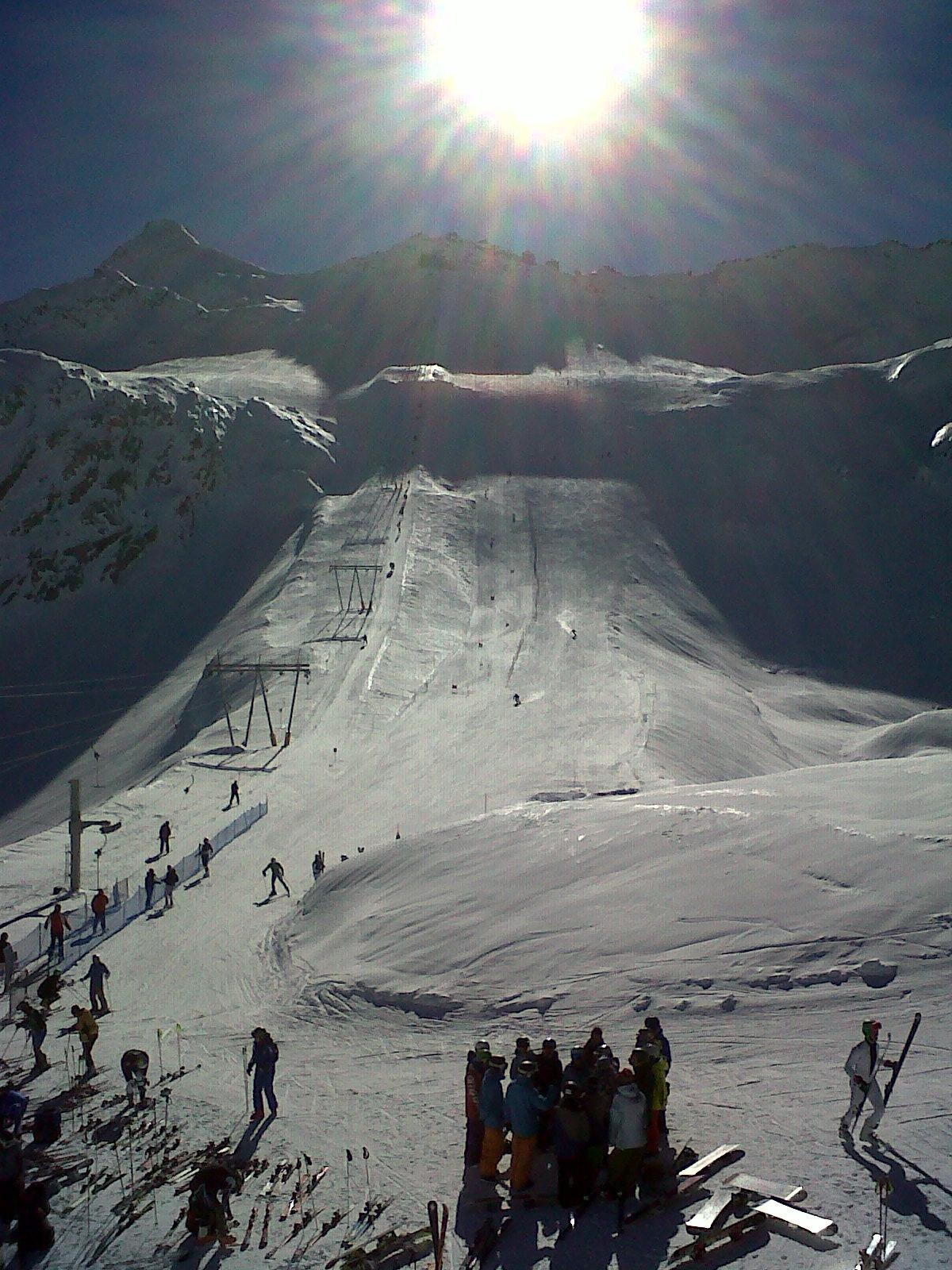 Sci alpino e sci di fondo sul ghiacciaio Presena