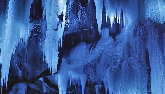 Ice Climbing in notturna sui Giganti di Ghiaccio scandinavi