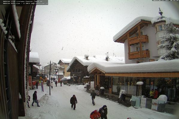 Nevica intensamente sulle Alpi