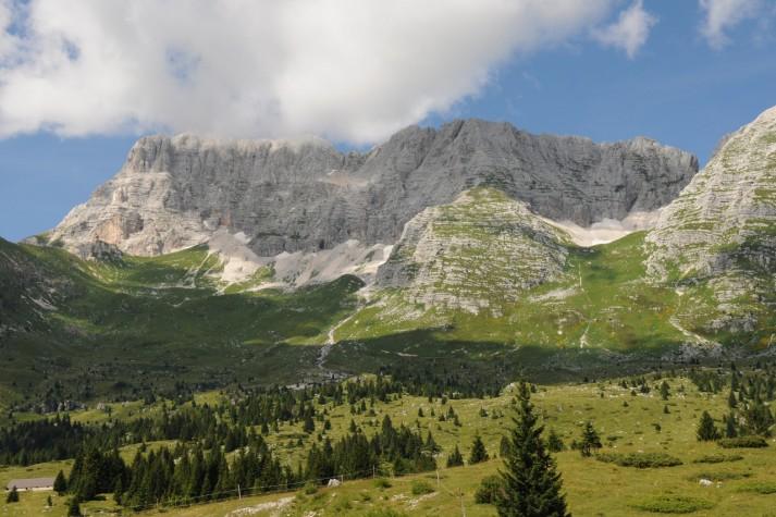 Trekking sull'altopiano del Montasio, tra casere e formaggi DOP