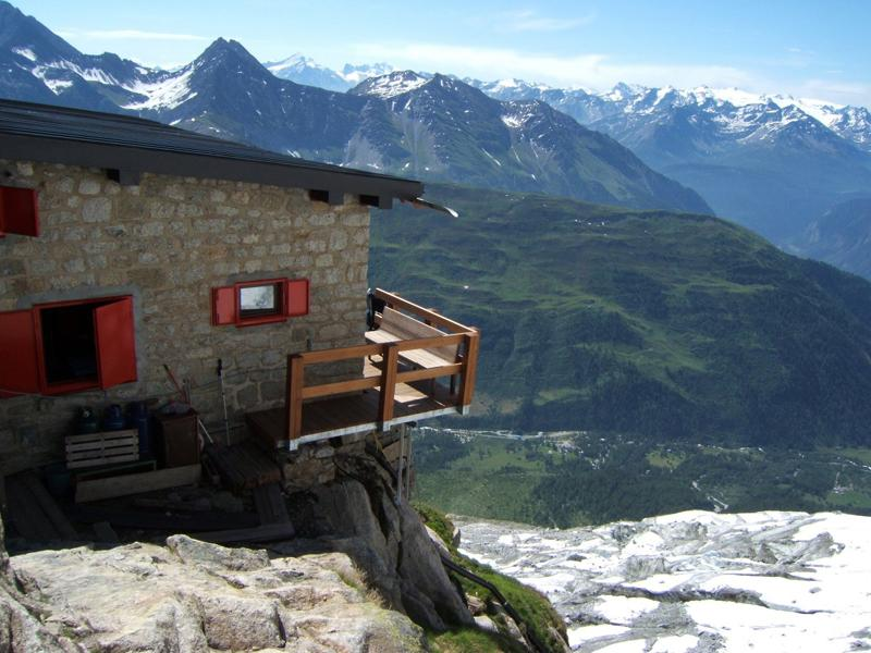 Rifugio Boccalatte, Val Ferret: il Sindaco di Courmayeur vieta l'accesso al sentiero