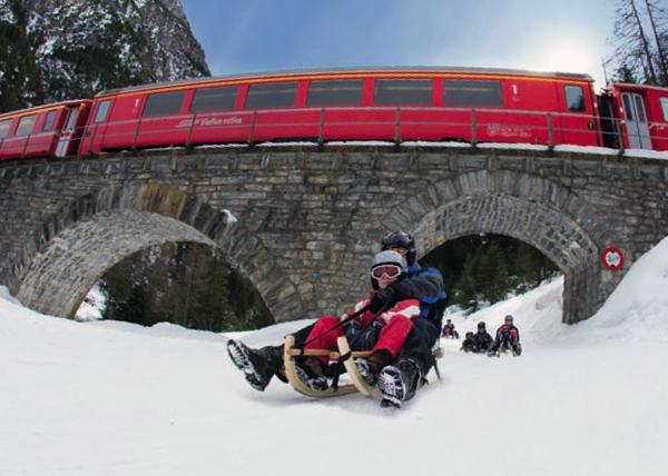 Sul Treno del Bernina con gli sci e la slitta