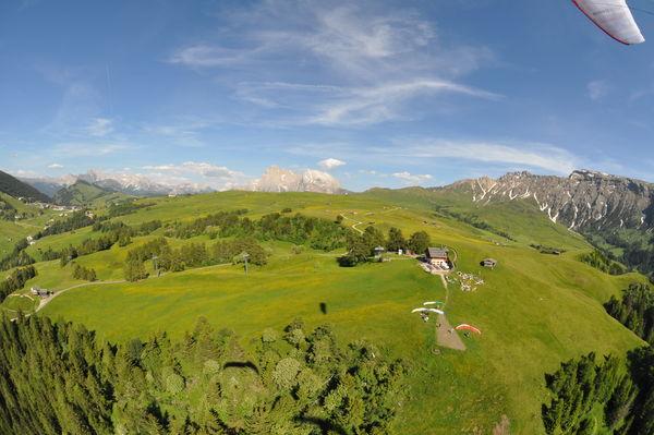 Deltaplano e parapendio: appuntamenti in Val Comino e in Val Gardena